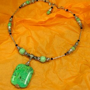 Beautiful Hand Made Choker Necklace with Serpentine and Halite Beads 18 122039950420